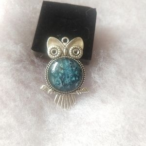 Jewelry - Antique silver Owl pendant necklace